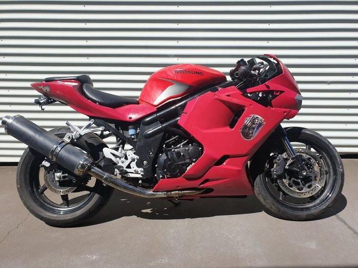 2012 Hyosung GT650R EFI (LAMS) GTR Hot Chilli Red, Solid Black, Hot Chilli Red/Solid Black, Titanium Silver/Solid Black or Polar White/Solid Black