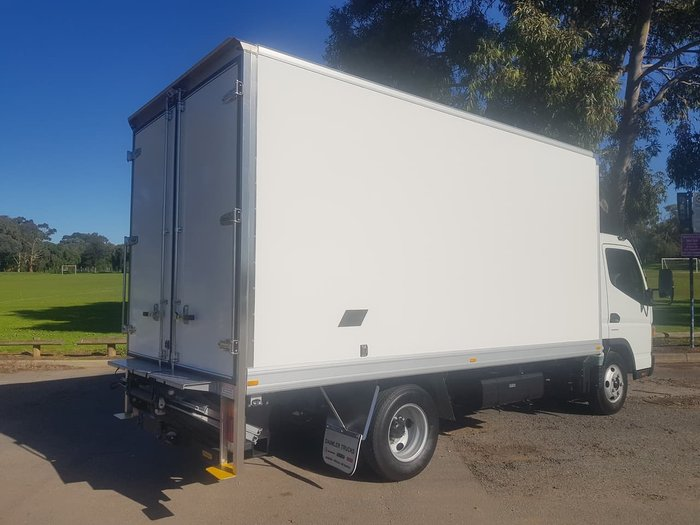 2019 FUSO CANTER 515 PAN & TAILGATE LOADER null null null