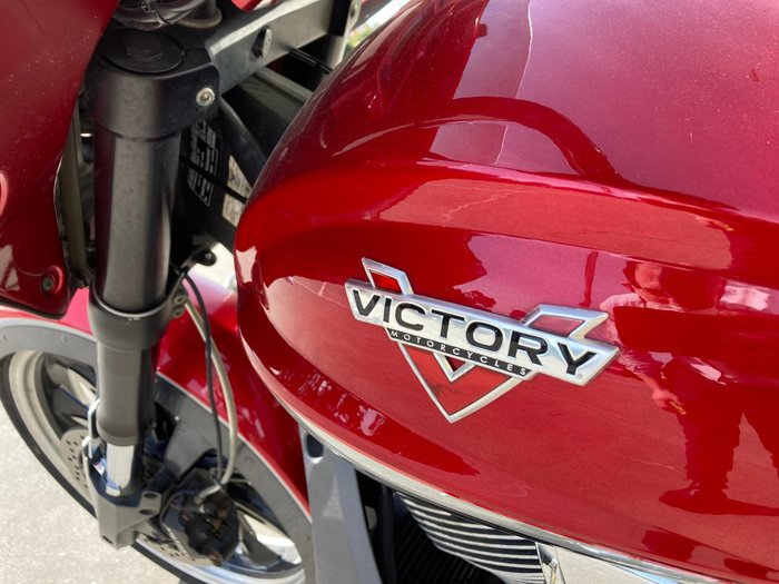 2015 VICTORY MAGNUM Red