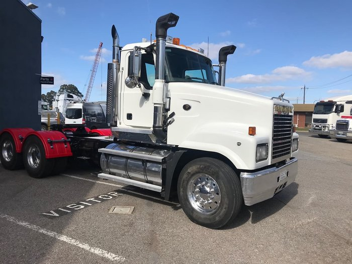 2007 MACK CLS null null White