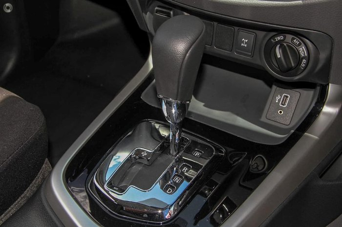 2020 Nissan Navara SL