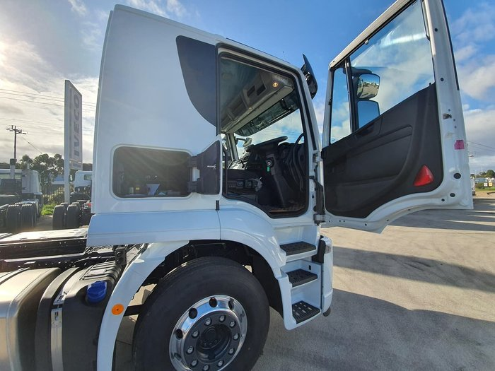 2020 IVECO STRALIS XWAY E6 AT460 8X4 LOW ROOF SLEEPER null null white