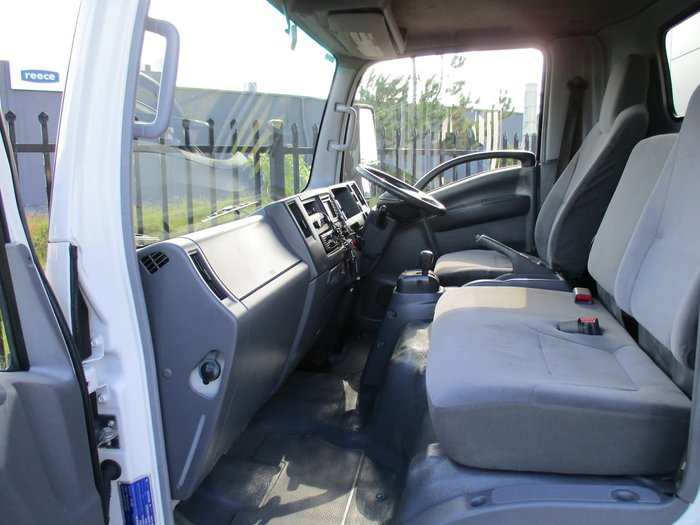 2008 ISUZU NPR 300 MEDIUM null null white