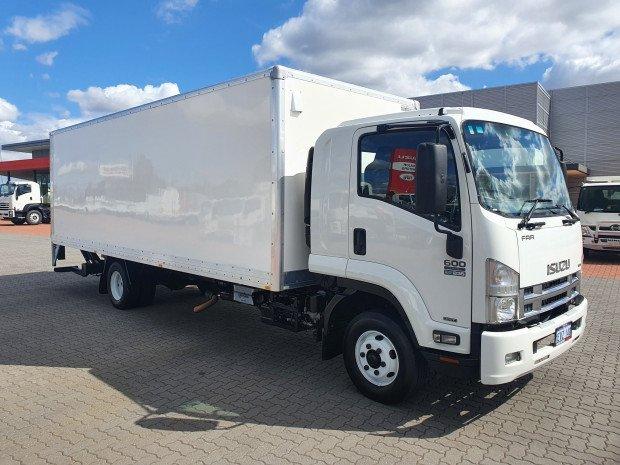 2015 Isuzu FRR600 5 Ton Low Roof Vanbody/Lift