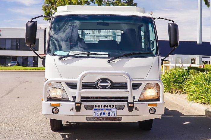 2015 HINO 717 DUAL CAB WHITE