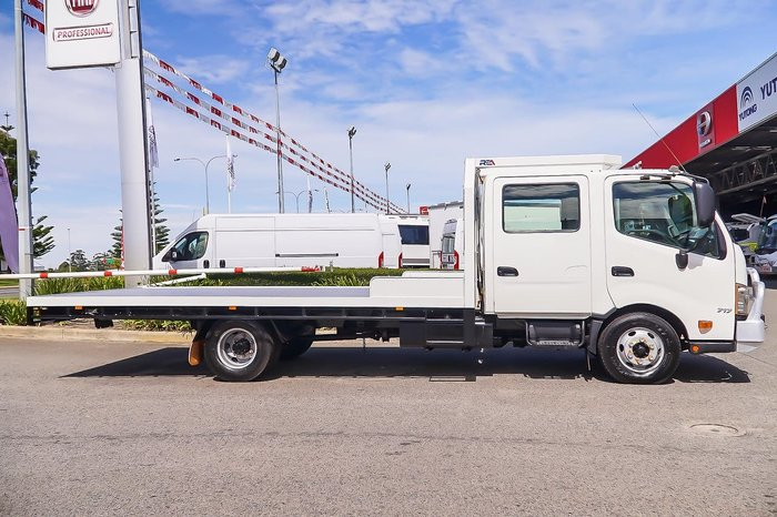 2015 HINO 300 SERIES 717 DUAL CAB null null WHITE