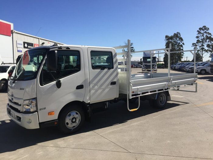 2020 HINO 616 AT 3870 WIDE CREW null null White