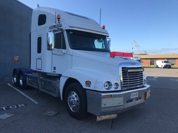2010 FREIGHTLINER CST120 null null White