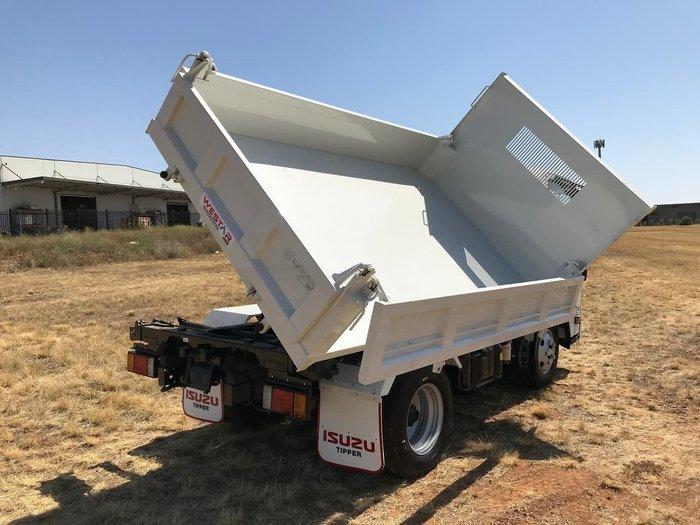2020 Isuzu NLR 55-150 TRI-TIPPER WHITE