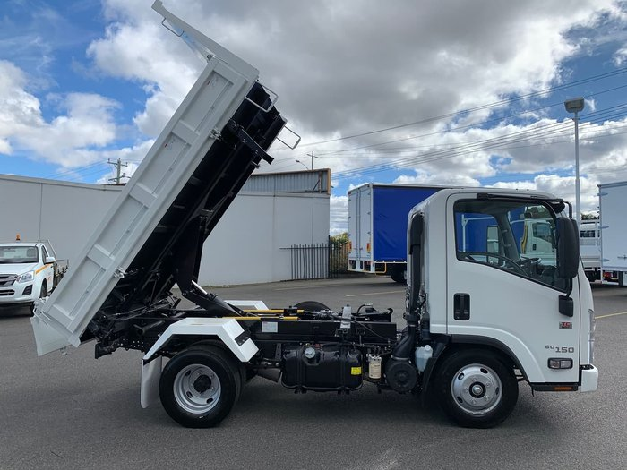 2021 ISUZU NMR 60-150 AMT TRI-TIPPER WHITE
