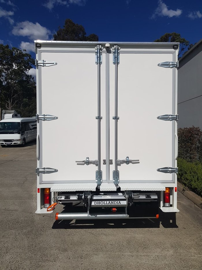 2020 FUSO CANTER 515 WIDE CAB - PANTECH null null White