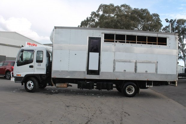 2002 Isuzu FRR500 Horse Float Truck White