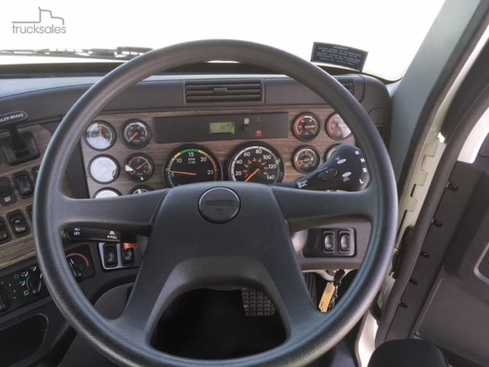 2019 FREIGHTLINER CST112 null null White
