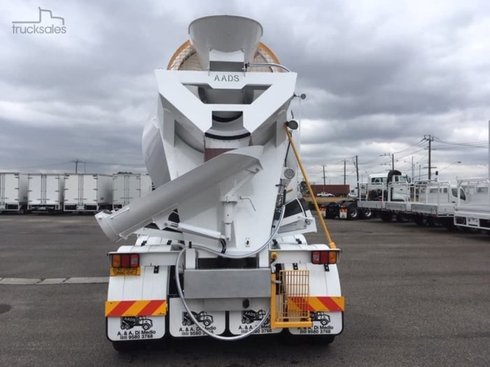 2019 FREIGHTLINER COLUMBIA CL112 8X4 AGITATOR null null White