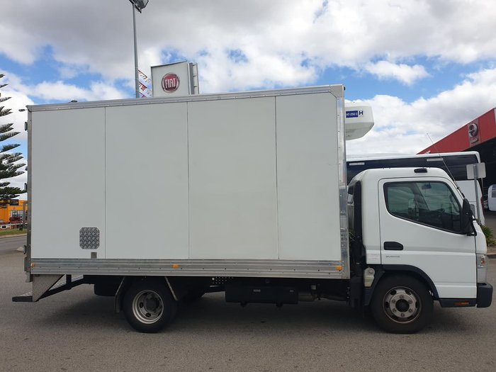 2015 FUSO CANTER WHITE