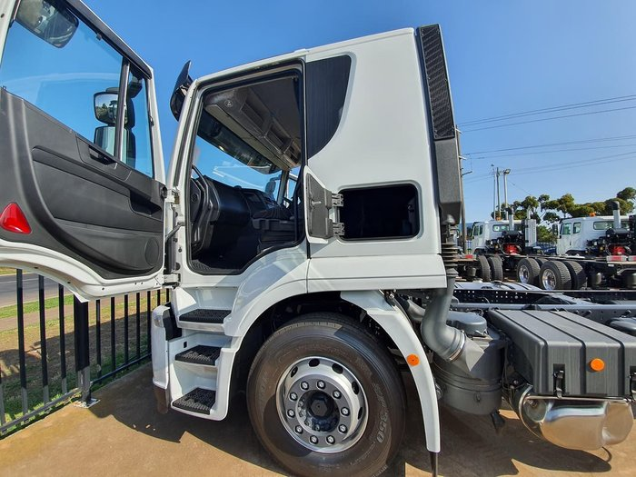 2020 IVECO STRALIS ATI 360 4X2 CAB CHASSIS - LOW ROOF SLEEPER AUTO null null white