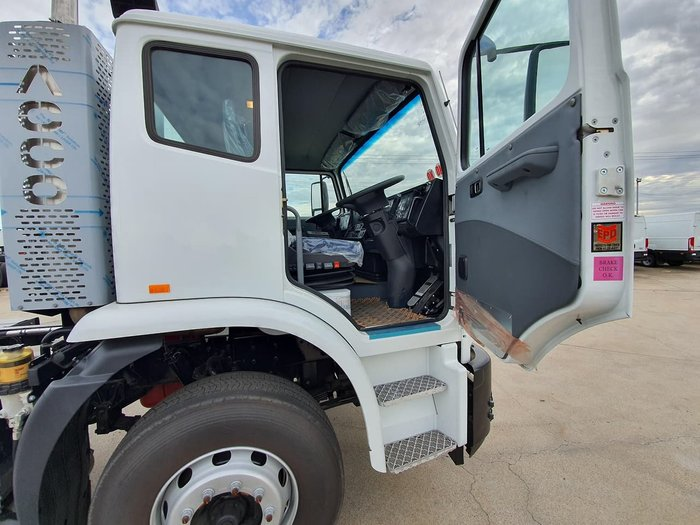 2018 IVECO ACCO 6X4 13,000LT WATER TRUCK null null white