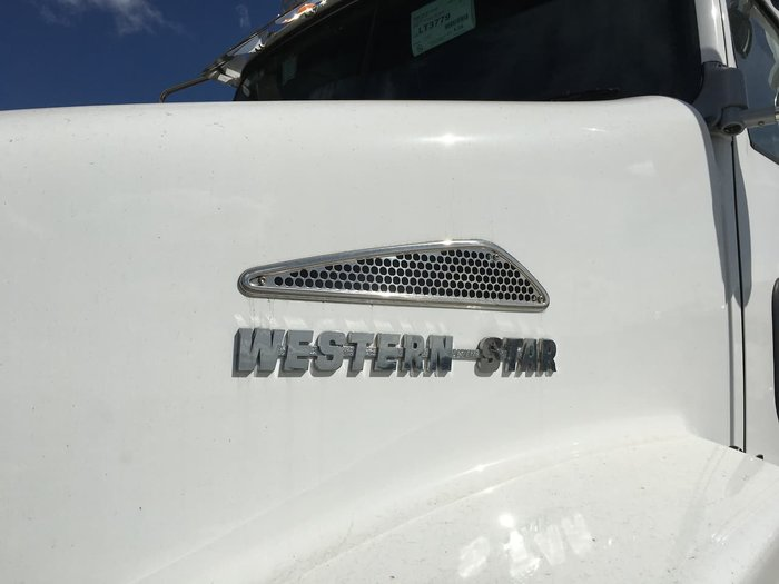 2021 WESTERN STAR 5800 DAYCAB WHITE