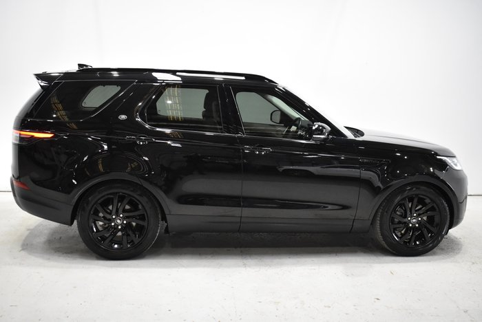 2018 Land Rover Discovery TD4 SE Series 5 MY18 Four Wheel Drive Black