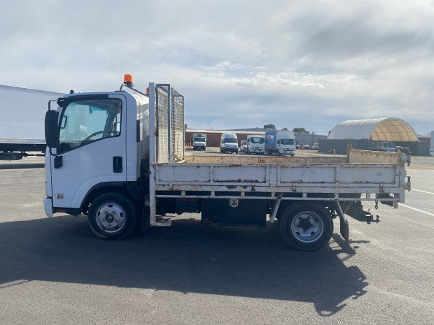 2009 Isuzu NNR200 Tipper Low Kilometres White