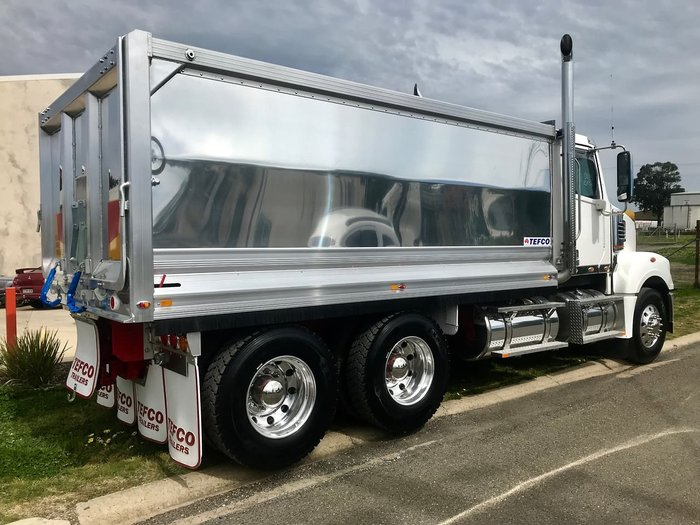 2019 FREIGHTLINER 114 DAY CAB White