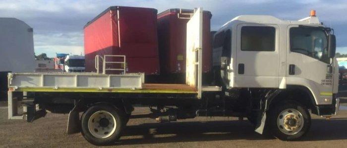 2012 ISUZU FSS550 CREW CAB MANUAL WHITE