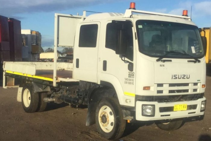 2012 ISUZU FSS550 CREW CAB MANUAL WHITE
