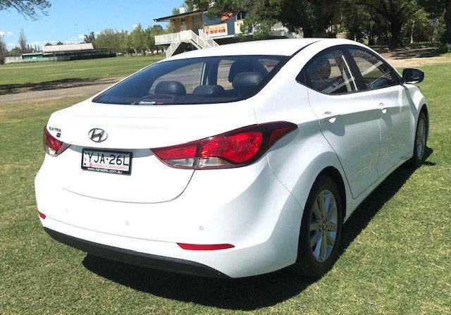 2015 HYUNDAI ELANTRA ACTIVE SPECIAL EDITION MD SERIES 2 (MD3) White