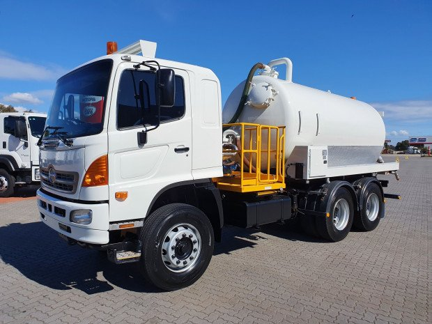 2009 Hino FM 2632-500 Series AUTO 6x4 Vacuum/Waste Tanker