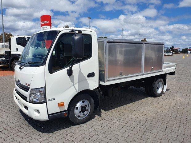 2013 Hino 616 - 300 Series AUTO Service Body