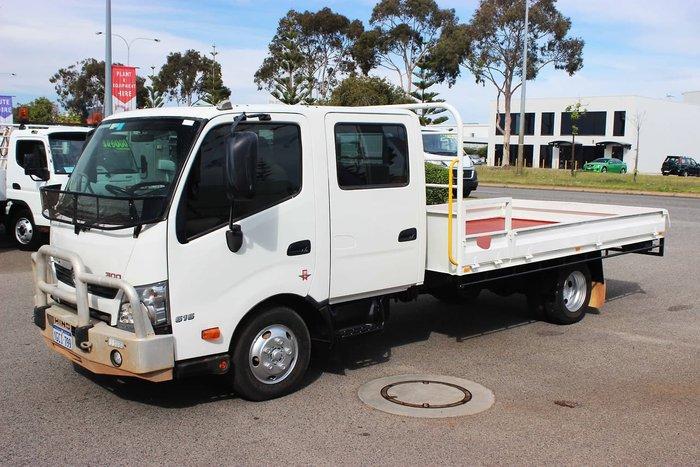 2016 HINO 616 CREW CAB AUTO WHITE