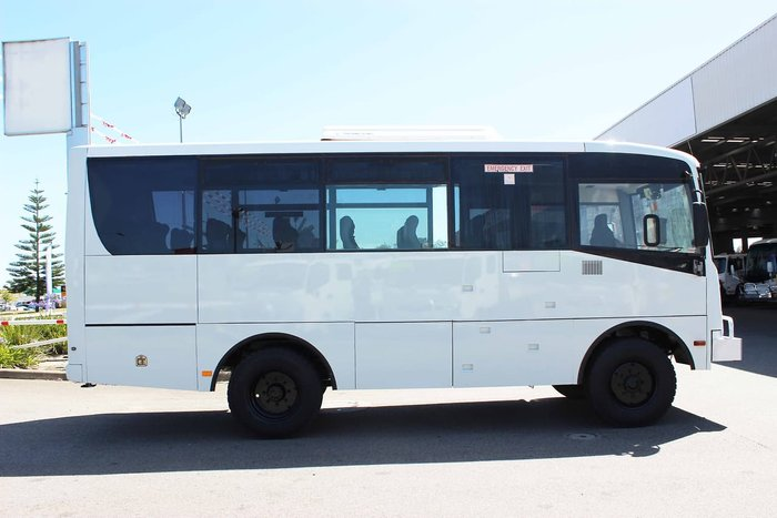 2015 ISUZU 4X4 BUS WHITE