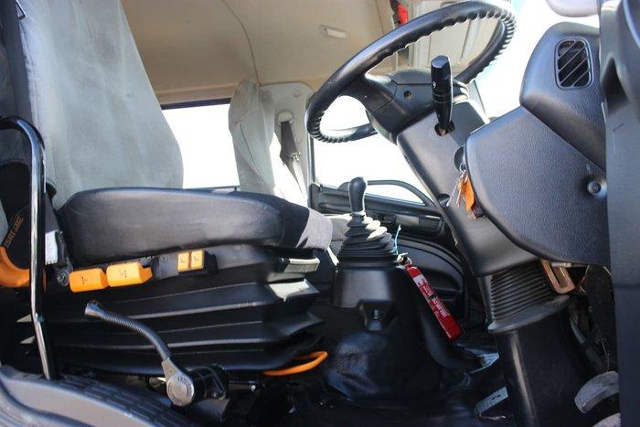2010 HINO FG 1527 SERVICE TRUCK WHITE