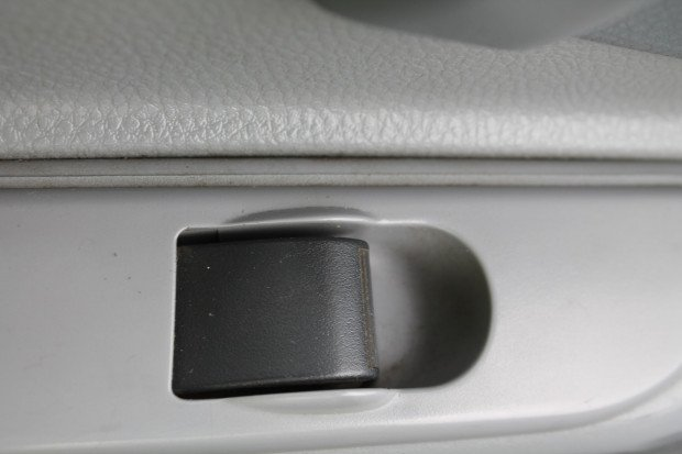 2009 Mitsubishi Canter Fuso Pantech White