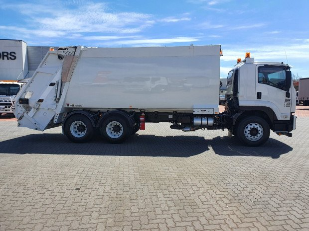 2012 Isuzu FVZ1400 24cm3 AUTO Rear Loader White