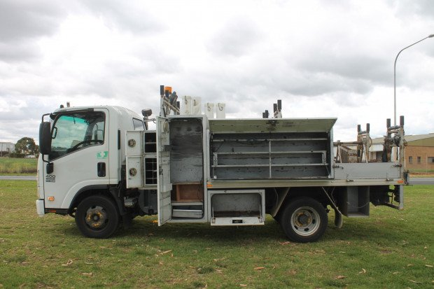 2011 Isuzu NPR400 Medium Service Body White