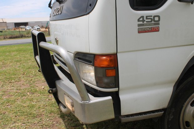 2004 Isuzu NQR450 Long Pantech LOW KMS White