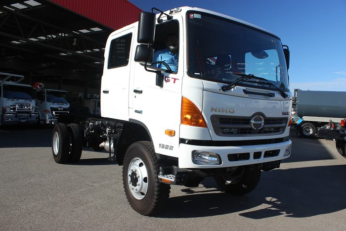 2020 HINO GT AUTOMATIC CREW CAB 4X4