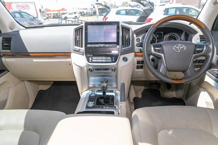 2017 Toyota Landcruiser Sahara VDJ200R 4X4 Dual Range White