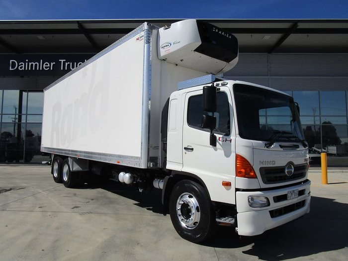 2012 HINO GH 6X2 REFRIGERATED 14 PALLET WHITE