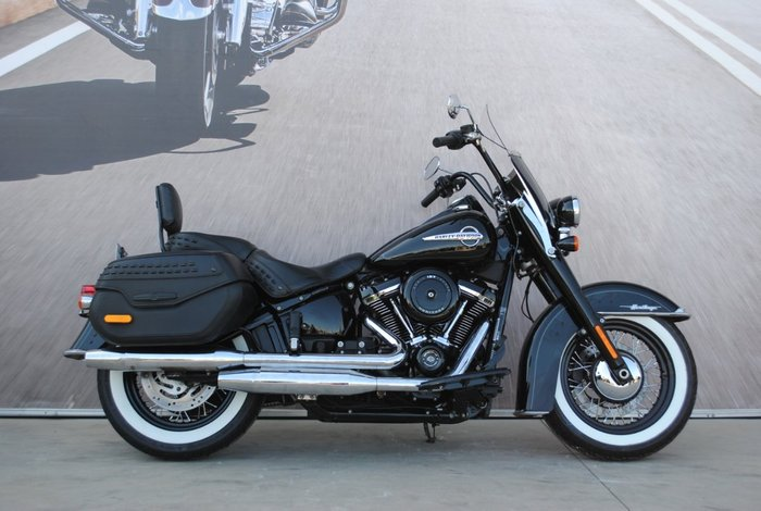 2018 HARLEY-DAVIDSON FLHC HERITAGE SOFTAIL CLASSIC Black