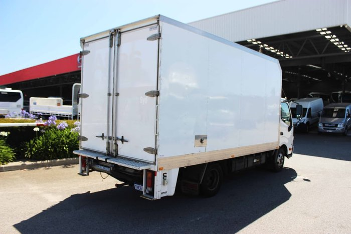 2015 HINO 300 SERIES 616 AUTO SINGLE CAB White