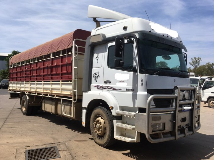 2006 Mercedes-Benz AXOR 8M CATTLE TRUCK WHITE