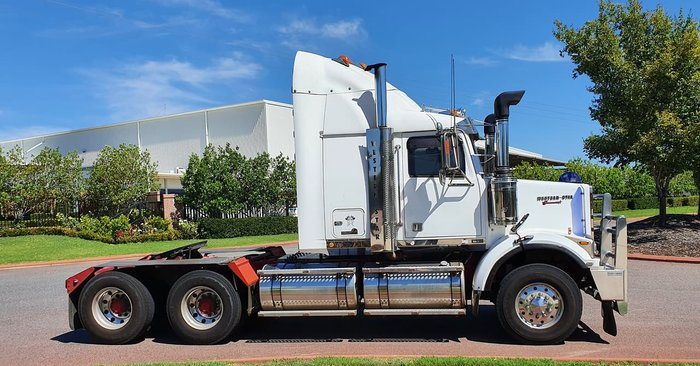 2010 WESTERN STAR 4864FXB WHITE