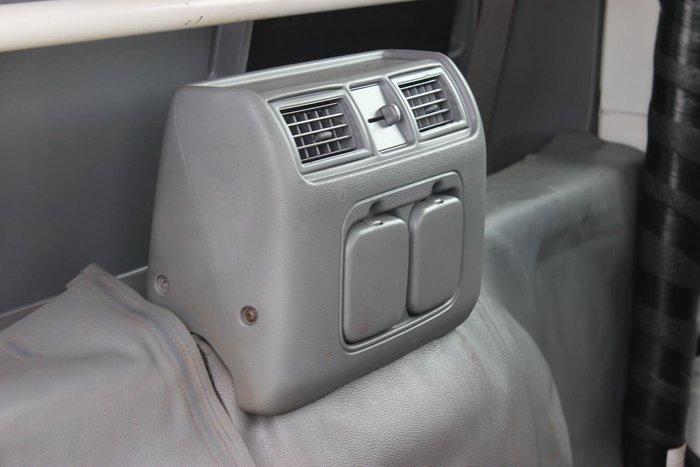 2017 HINO 616 LONG CREW AUTO White
