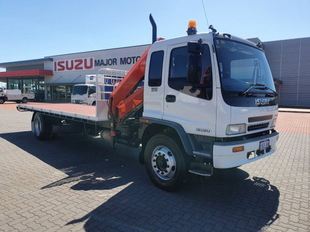 2004 Isuzu FVR950 8 Tray and Crane
