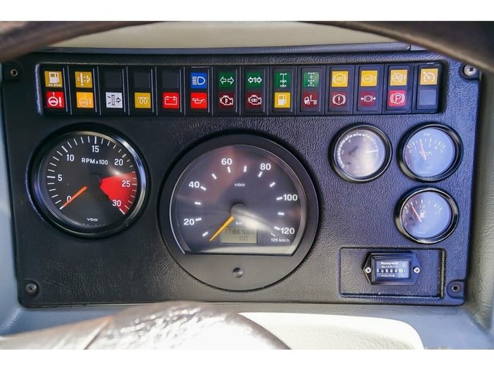2010 TATRA T815 8X8 WHITE