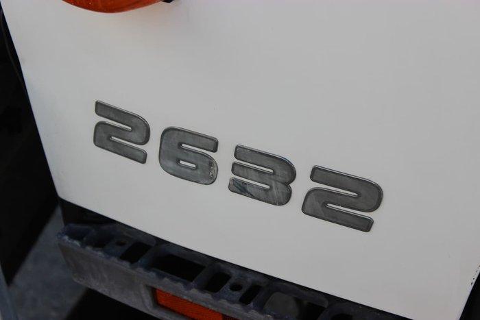 2011 HINO FM 2632 WHITE