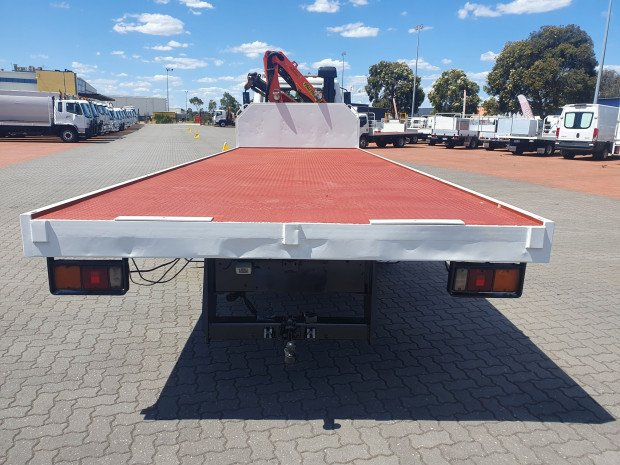 2006 Fuso Fighter 10 Tray and Crane