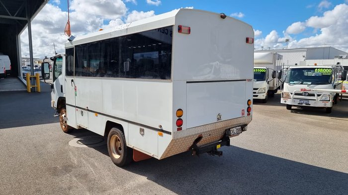 2012 ISUZU NPS300 18PAX 4X4 MINE SPEC BUS WHITE